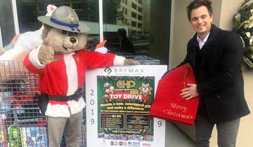 The Bold and the Beautiful's Darin Brooks donates toys to children in need