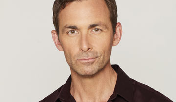 LISTEN: GH's James Patrick Stuart sings holiday tune for fans