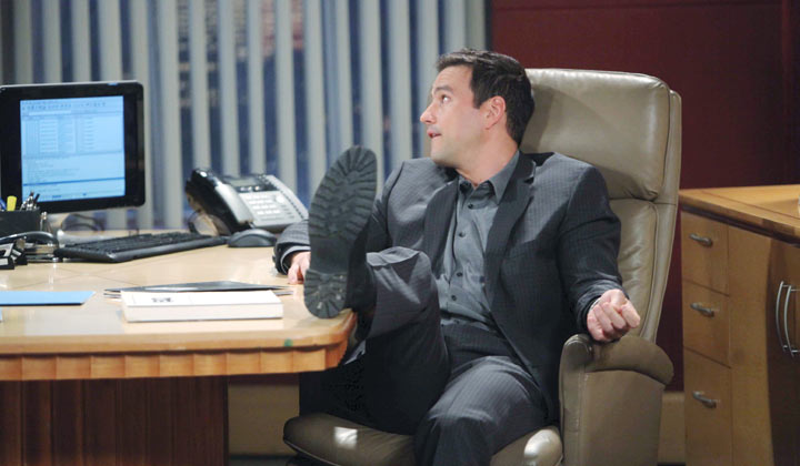 Was Nikolas spying on Laura and Ava? Are you ready for his return or do you think he should remain ''dead''?