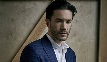 GL's Tom Pelphrey raves about working with Laura Linney in Ozark