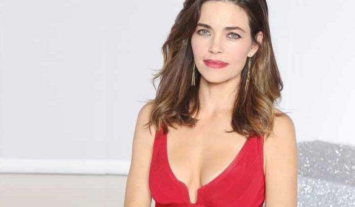 Amelia Heinle inks a deal to extend her Y&R run